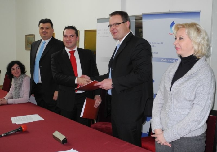 potpisivanje ugovora o uredu u Bruxellesu