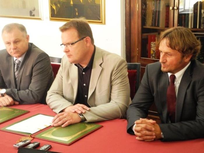 up sporazum troje