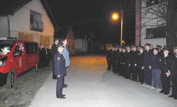 Gradonačelnik Goran Habuš predaje novo vozilo DVD-u Jalkovec