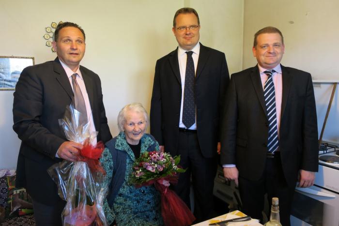 proslava 102. rođendana bake Ane